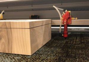 Asansörlü Lazer Kesim Makinesi ile Ahşap Kutu Kazıma